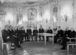 """Při přijetí šlechtické delegace 24.1.1939 prezident Emil Hácha mj. prohlásil, že """"staré rody, které vzešly z našeho národa a zůstaly mu věrny, byly a jsou živým důkazem, že náš národ už před staletími dosáhl vysokého stupně civilizace."""""""