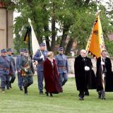 Členové Řádu sv. Jiří došli do zámecké zahrady Rudolfa II.