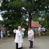 Kněz a starostka obce
