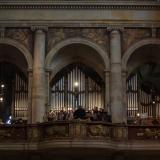 Regenschori svatovítské katedrály Josef Kšica a pěvecký katedrální sbor doprovázeli obřad posledního rozloučení.