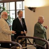 Sněmovní bezpečností rám úspěšně zdolali zprava Hugo hrabě Mensdorff-Pouilly a František hrabě Schlik.